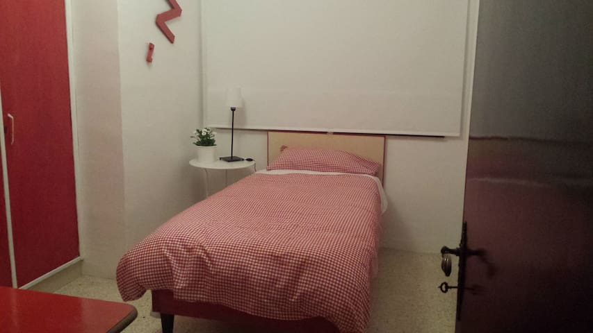 SINGLE ROOM 15€!!!! CENTRAL!!!!