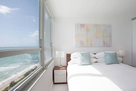 New 16th Floor Beachfront 180º Oceanview Apartment