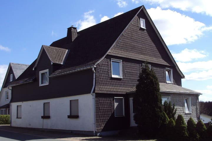 Amazing Holiday Home in Altastenberg with Parking