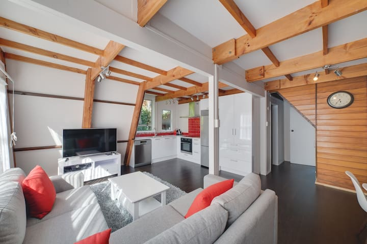 Awesome 3 Bed Rotorua Lake House