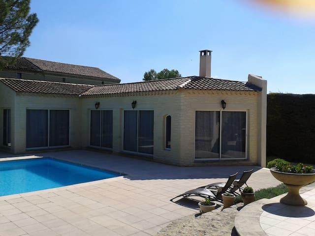 Appartement d'été avec piscine - Althen-des-Paluds - Dům