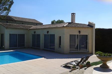 Appartement d'été avec piscine - Althen-des-Paluds - Hus