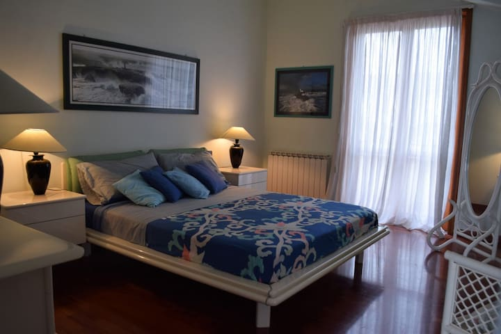 Beautiful two-roomed apartment close to the sea