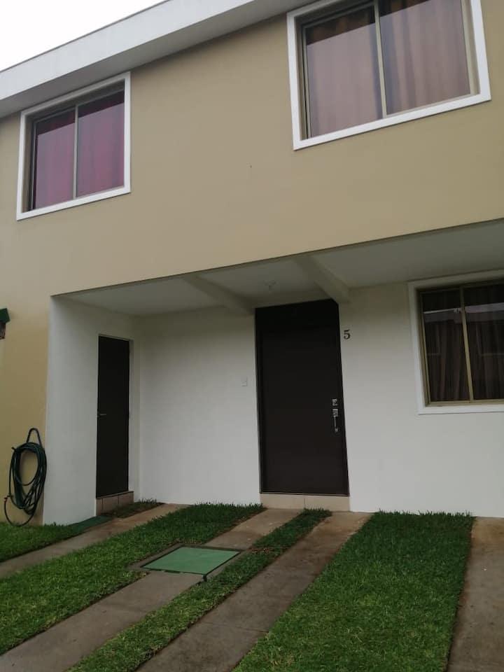 Casa completa , zona exclusiva Nuevo Cuscatlan