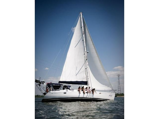 TWE is a 44 foot Beneteau Sailboat. - North Vancouver - Barco