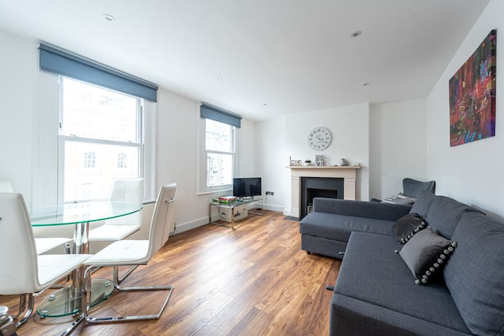 Amazing Hyde Park Apartment (SS4)