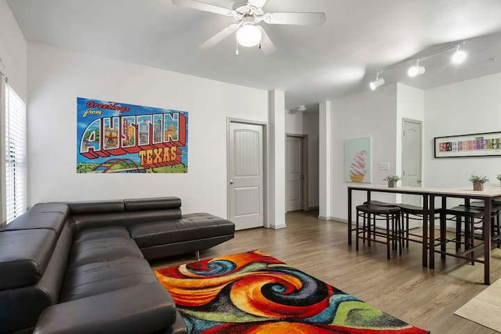 Real 5 BEDROOMS & 2 Bath Party Pad - Downtown & UT
