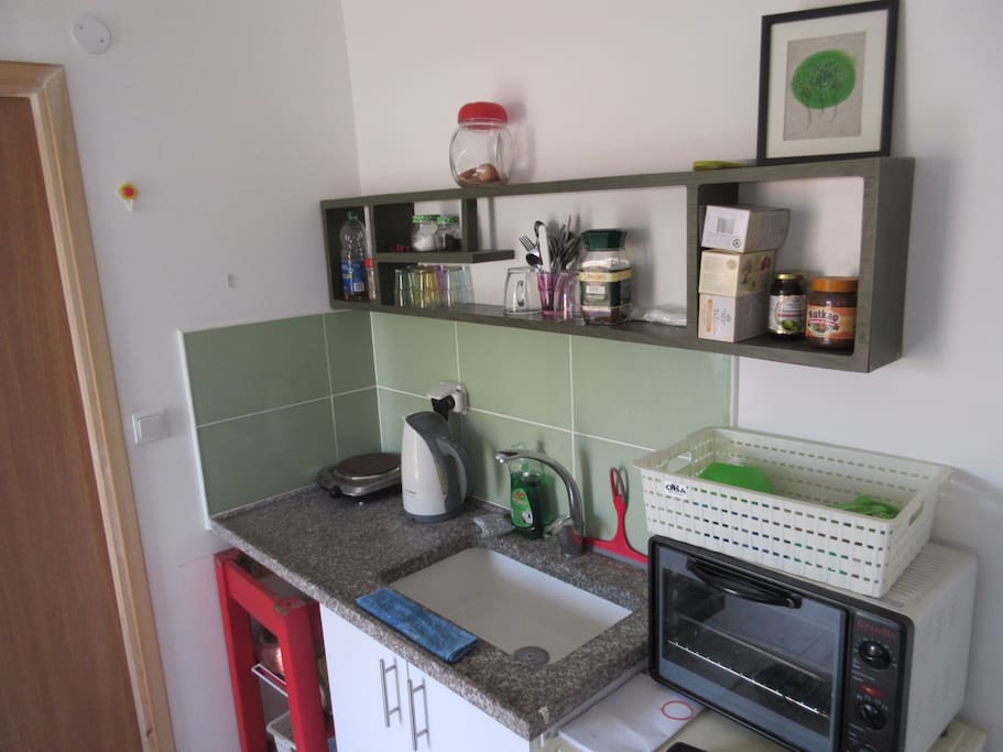 Lovely kitchenette. Hot plate, kettle, stove and cooking utensils.