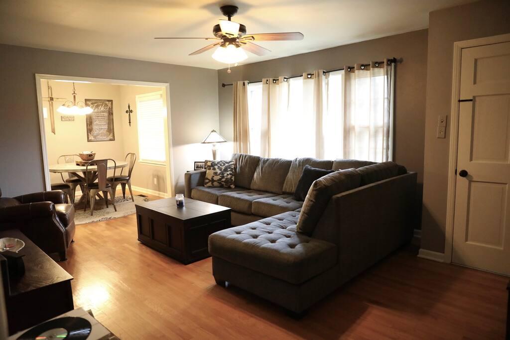 Livingroom/Dining room view 2