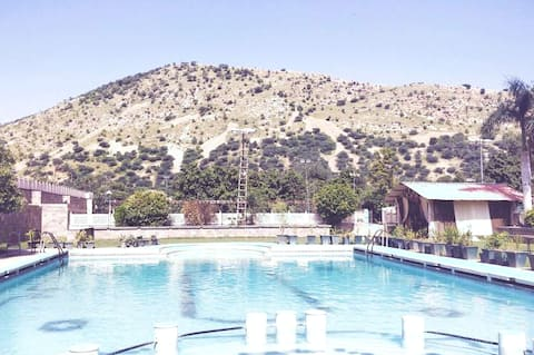 Mountain view Rooms,Free Parking, Lavish Food,pool