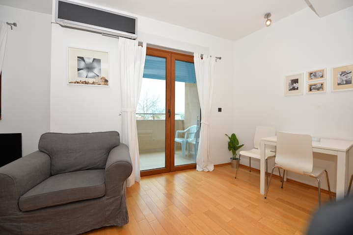 Delfina Apartment 08
