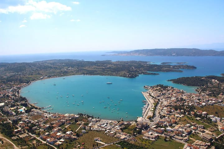 Stay with style by the sea, near Spetses !