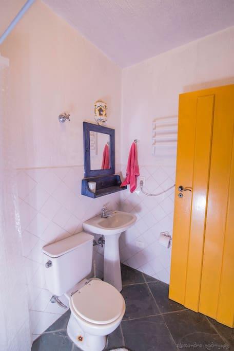 Banheiro da suite pequena