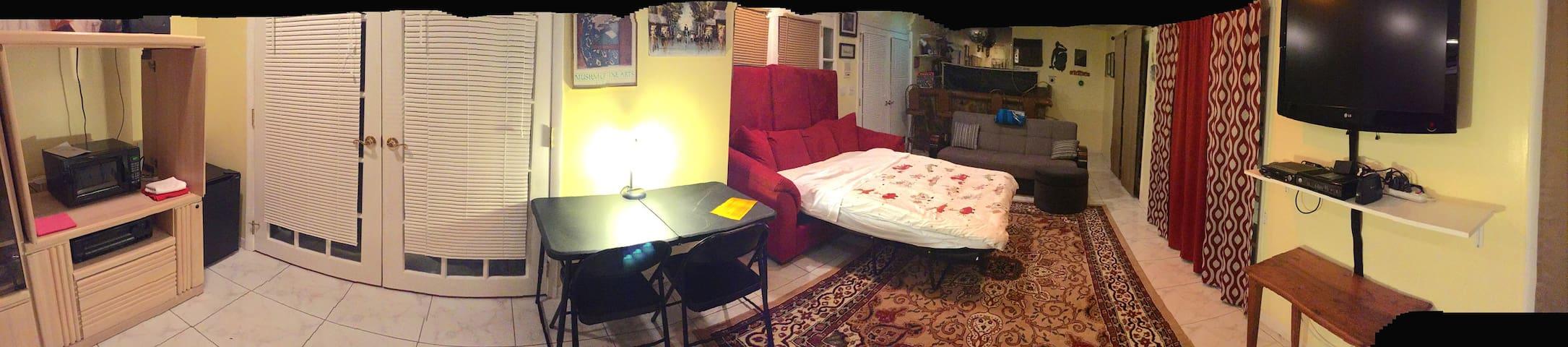 Separate, cozy room & in a home in West Miami. - Miami - Ház
