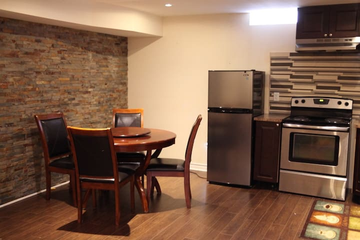 Furnished apartment/basement in Newmarket