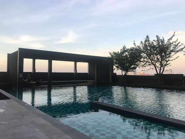 Cozy ,swimming pool and Close at Central Pier
