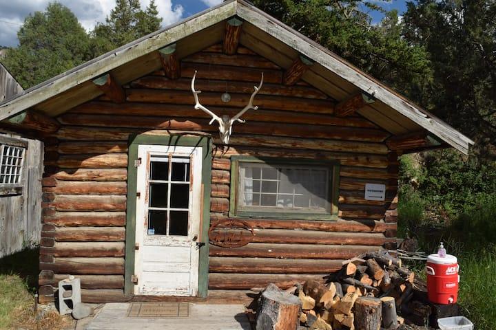 The Creekside Cabin at Hiawatha's Camp