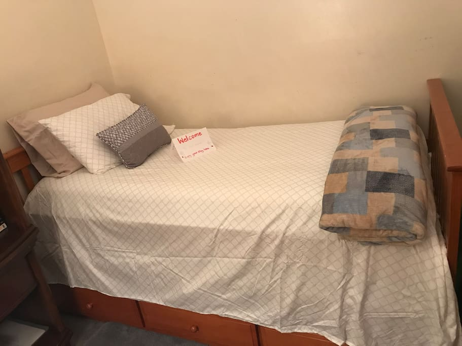 Small room - twin bed