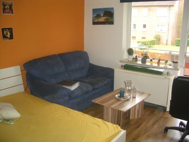 Helles 18qm Zimmer mit Balkon in Studenten WG - Lüneburg - Apartment