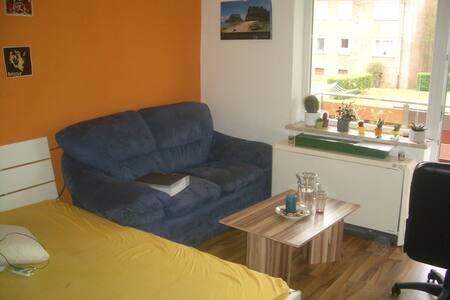 Helles 18qm Zimmer mit Balkon in Studenten WG - Lüneburg - Appartement