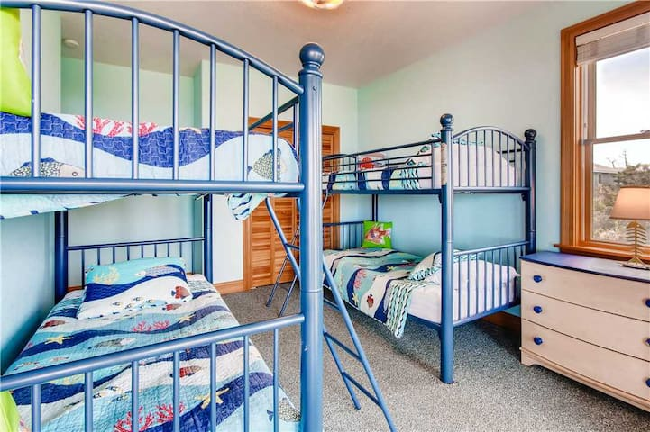 Surf-or-Sound-Realty-Sand-Dollars-700-Bedroom