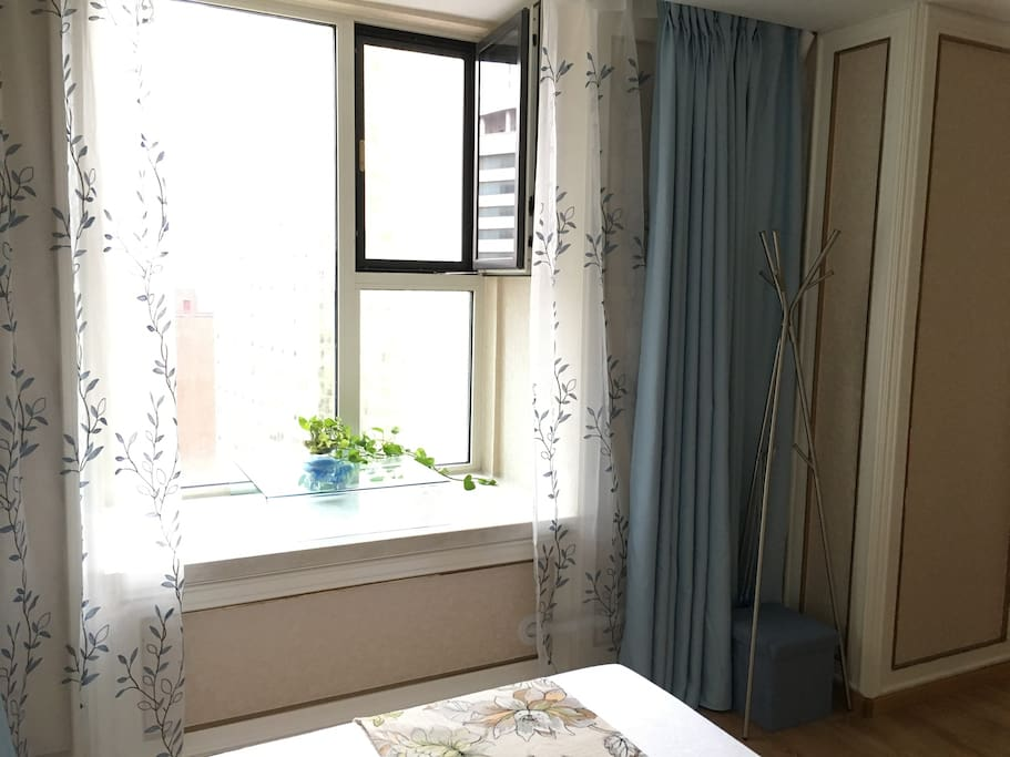 飘窗 可以远眺火车站 海港 天津街