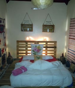 Atlas room (w)