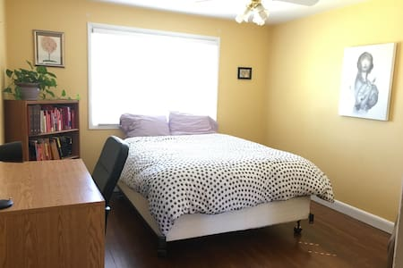 Private Room in Central Leth - Lethbridge