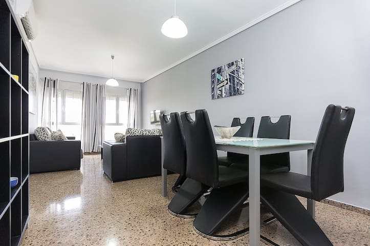 4-bedroom apartment near the beach and University - València - Apartemen