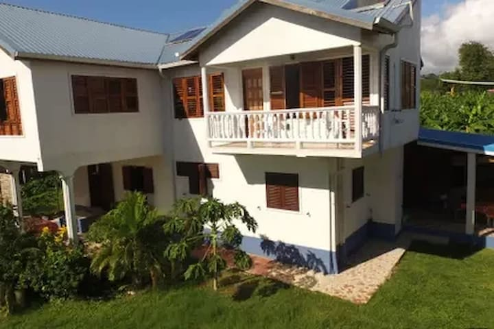 Airy Loft w/Piton view near sea