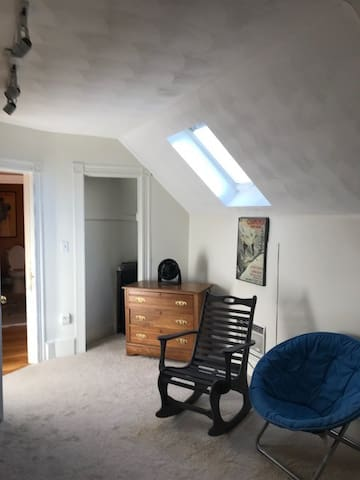Private furnished room on quiet street
