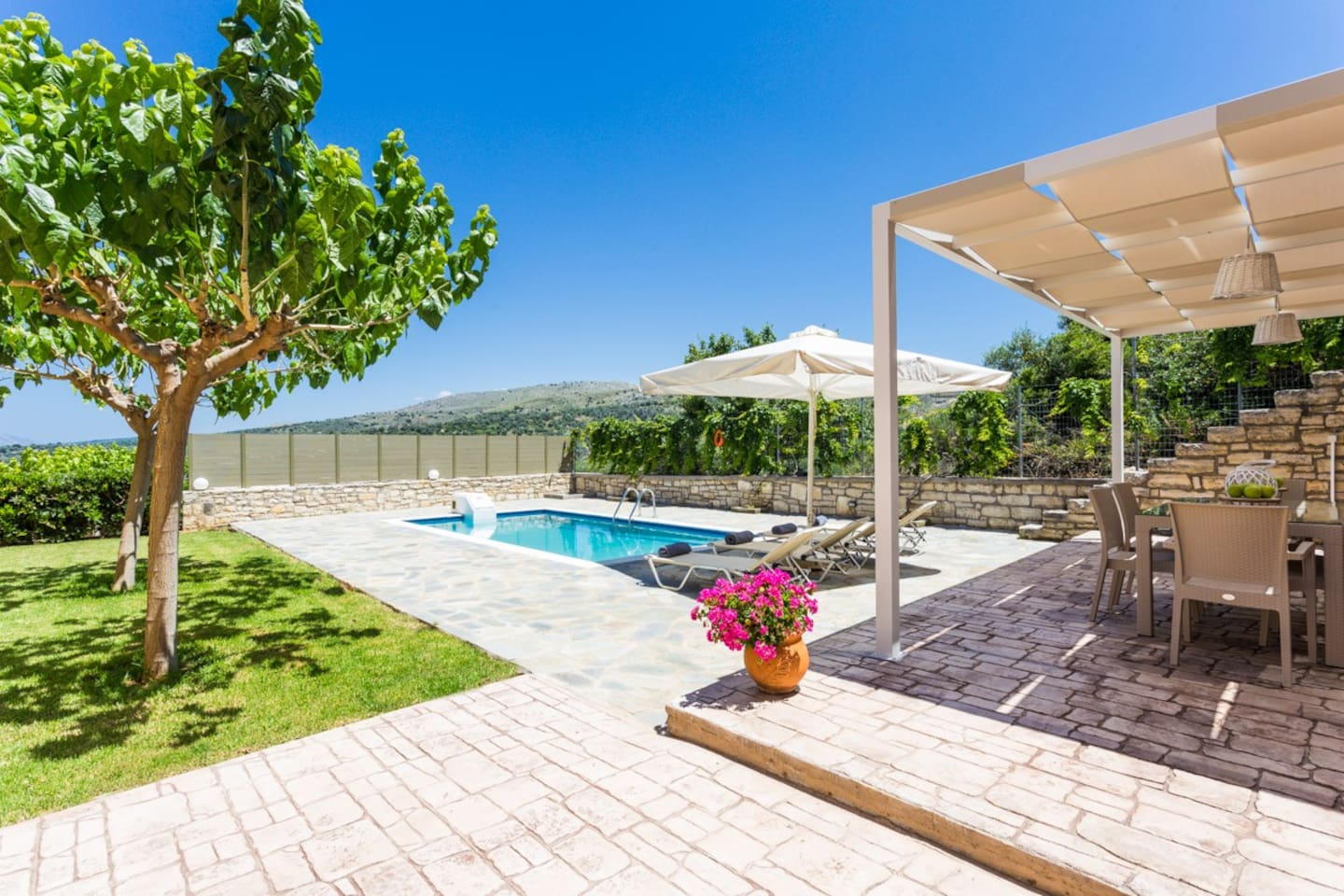 Villa Ivi offers ample outdoor space! Try al fresco dining, sunbathe and make the most of your holiday!