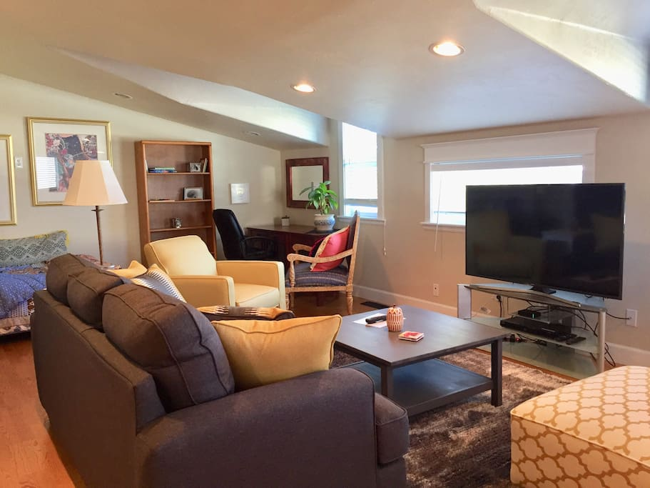 Private guest house in downtown Castle Rock