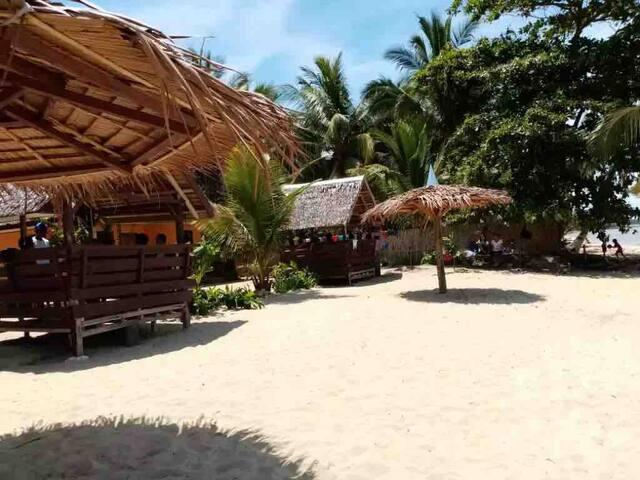 Mecaja Family bungalow 2 right on beach