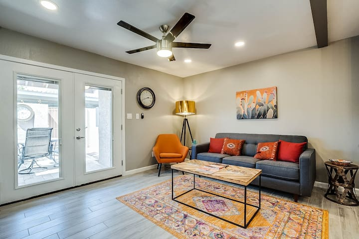| The Old Town Road| 2 Bed/1.5 Bath| Remodeled Gem
