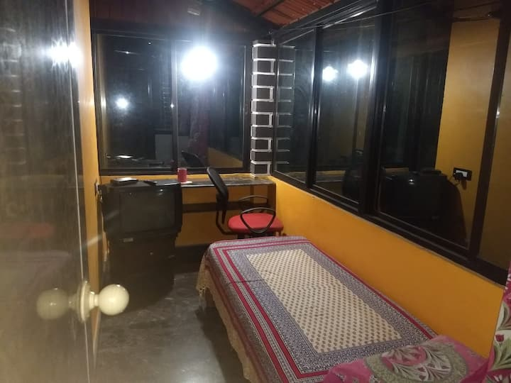 Guest Room  in farm house.  safe budgeted stay
