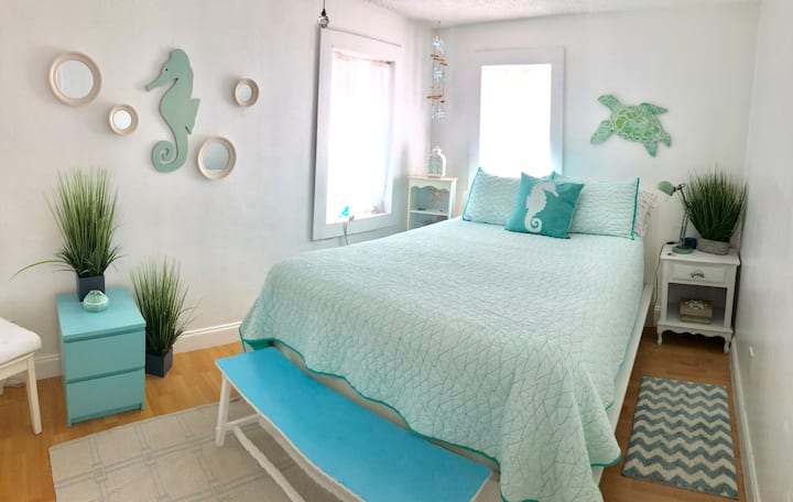 3-Beachy Bungalow In Central Miami