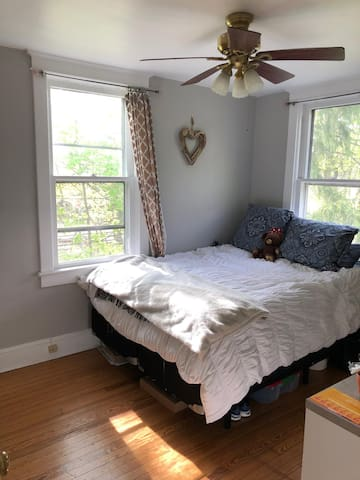 Room available in shared house (summer sublet)