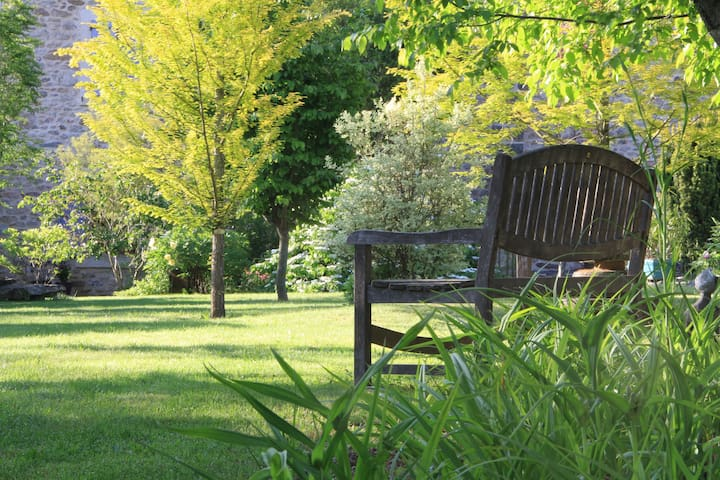 Chambre au jardin La Terre Pimprenelle