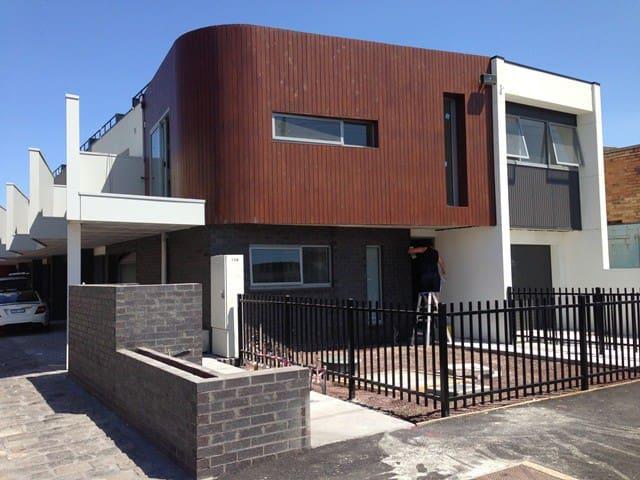 Spacious Townhouse -  Trendy Area - VIC - Maison