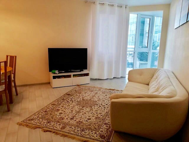 Уютная и новая квартира для семьи, 15 мин до моря