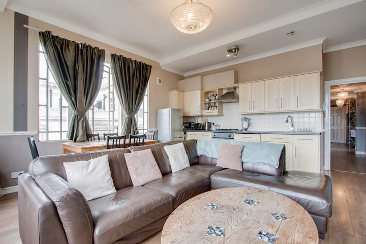 Stylish two bedroom apartment in central Brighton
