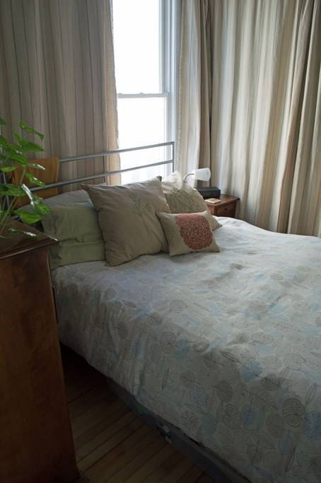 The bed in this room features a cozy Foster and Simmons mattress.