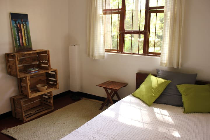 Private room in friendly house with green garden - Arusha - Huis