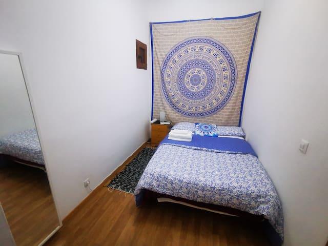 Habitacion E, Privada en Corazón de Madrid