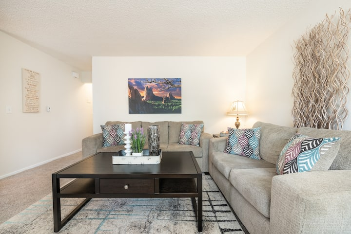 """Suite Springs"" - Entire 2 BR Spacious Residence"