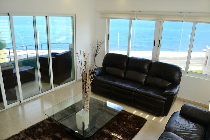 Modern and Stylish Oceanfront Luxury Apartment