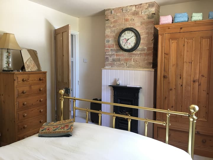 Corner Cottage in Chipping Norton with Breakfast !