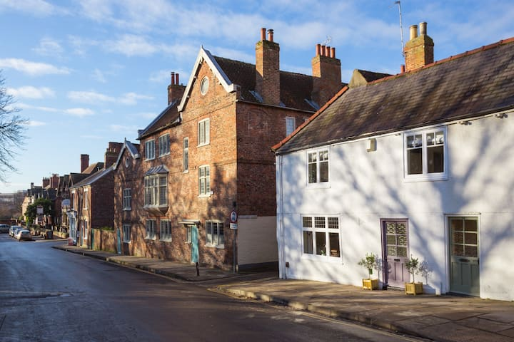 58 Marygate York. Gorgeous central 300 y/o cottage