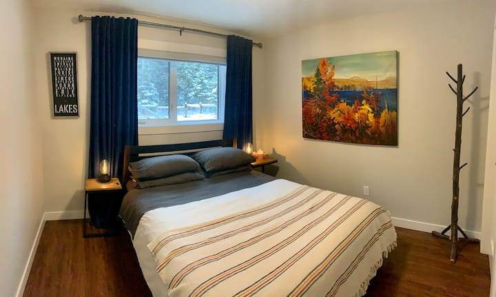 The Bow Modern Suite- Park Pass included
